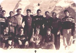 Foto di gruppo a Mürren, Vittorio è indicato dalla freccia in basso, alla sua sinistra Zeno Colò